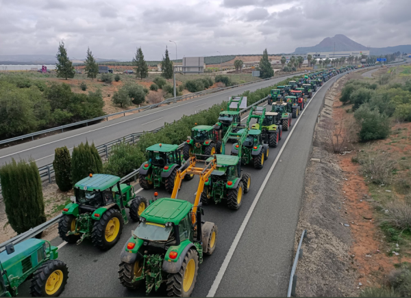 Spania: Protestele fermierilor cauzează perturbări de trafic pe principalele autostrăzi