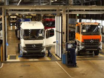 Ahol az Actros születik, azaz ilyen a világ legnagyobb teherautógyára