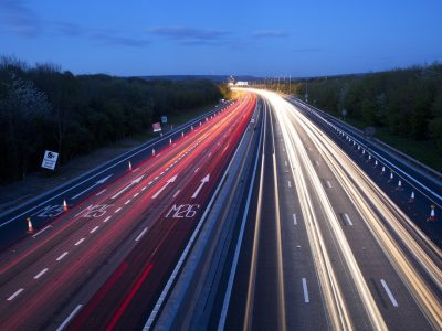 Как повысить безопасность на шоссе? Не учить дураков, а поставить на интеллект дорог
