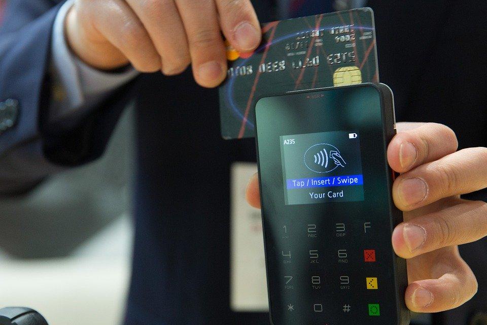 Funkcjonariusze skarbówki wkrótce z terminalami płatniczymi. Mandaty będzie można płacić kartą