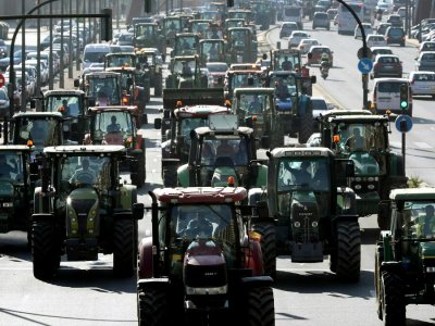 Spanish farmers' protest: hundreds of tractors on the roads