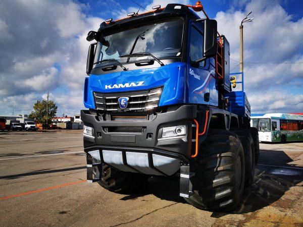 """""""Stalowy gigant"""" ze współczesną kabiną serii K5. 40-tonowy pojazd może pracować przy temperaturze po"""