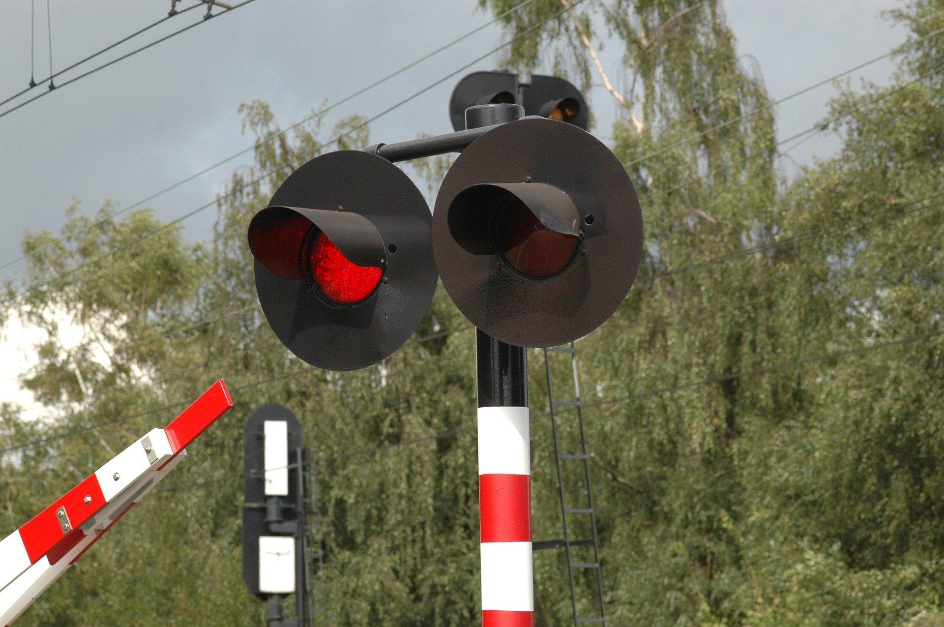 Zamontują nowatorski monitoring na przejazdach kolejowych. Nagra łamiących prawo