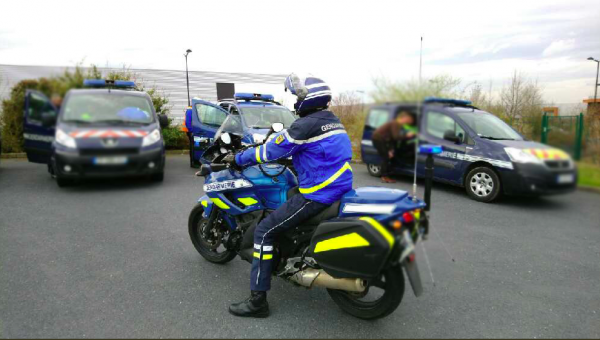 French police caught the tarpaulin rippers. The gang raced in the parking lots in central France.