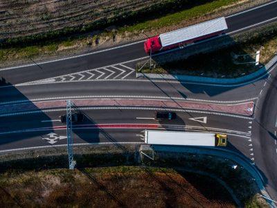 Vairuotojų dėmesiui: dėl silpnos kelio dangos Lietuvos keliuose ribojamas eismas