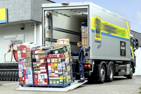 Who is responsible for loading/unloading in Germany pursuant to Article 412 of the Commercial Code?