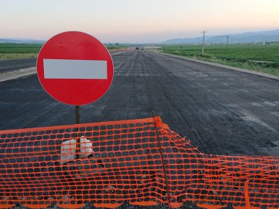 Care este motivul pentru care construcția de drumuri înaintează greu?