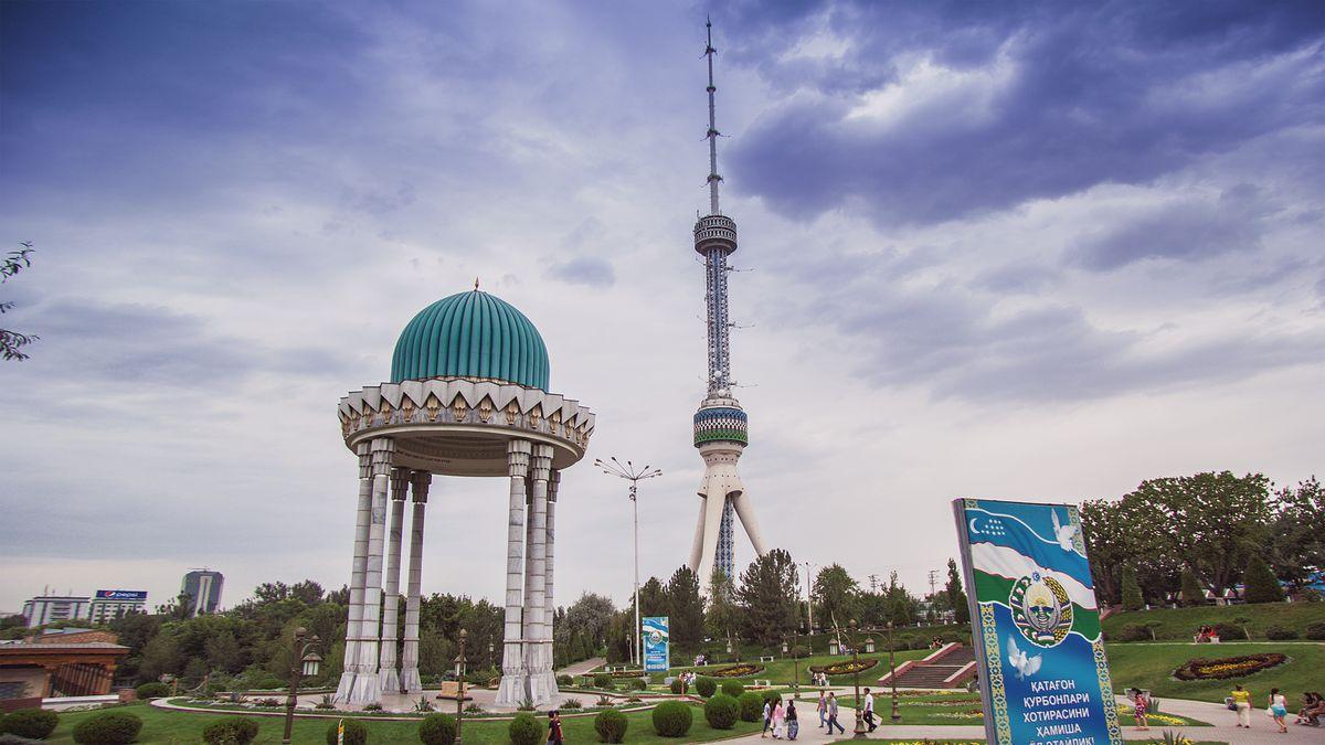 Столицу Узбекистана закрывают для транспорта из-за коронавируса. Власти Узбекистана решили с 24 марта закрыть Ташкент на карантин для всех видов транспорта, чтобы предотвратить распространение коронавируса COVID-19, сообщает Министерство транспорта страны. В городе проживает около 2,5 млн человек. Запрет не распространяется на перевозки людей, а также граждан с постоянной регистрацией в Ташкенте при их въезде в город (Фот. Википедия).