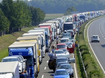 Ungaria ridică temporar restricțiile de weekend pentru camioane
