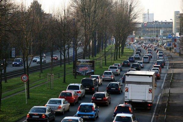 Całodobowy zakaz ruchu ciężarówek na ważnej arterii komunikacyjnej w Zagłębiu Ruhry