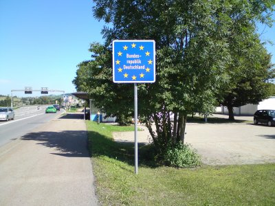 Пересечение немецких границ только на выбранных пунктах пересечения. Германия также ввела запрет на собрания