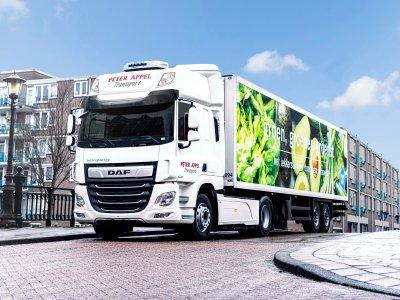 A hibrid DAF közúti tesztjei. Egy néderlandi szupermarketeket ellátó cég próbálja ki őket