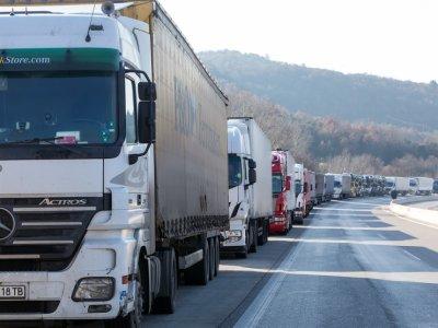 UNTRR solicită Comisiei Europene și Guvernului să permită deplasarea șoferilor profesioniști la firmele de transport rutier românești sau străine