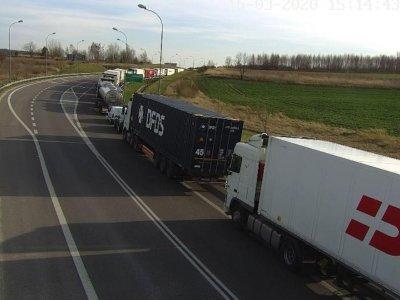 Chaosas Lenkijos sienose. Užblokuoti keliai, milžiniškos eilės, įsiutę vairuotojai