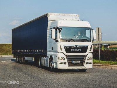 Nuo rugpjūčio 1 d. Didžiojoje Britanijoje sustabdytos sunkvežimiams taikomos kelių rinkliavos