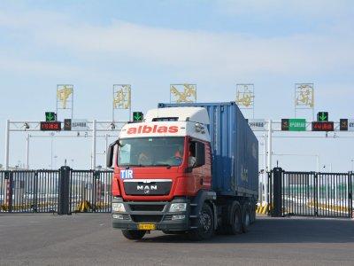 Sunkvežimiai grįžta į kelius. Kelių transportas į Kiniją beveik toks pat kaip prieš epidemiją