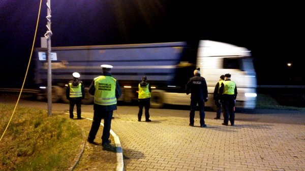 Duże ułatwienia dla kierowców ciężarówek na granicach. Koniec z kartami lokalizacyjnymi! | W Norwegi