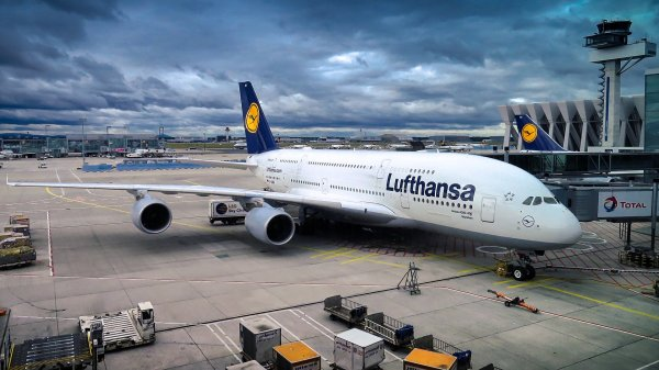 Samoloty pasażerskie wykorzystane do transportu ładunków cargo? Linie lotnicze szukają rozwiązań