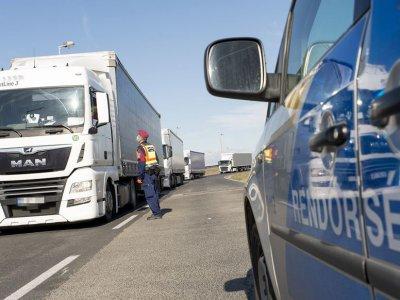 Május végéig élnek a vezetési és pihenőidők könnyített szabályai