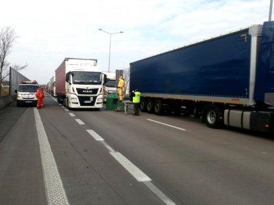 Проблемы с временем вождения во время пандемии В Европе. Посмотрите, что делать, когда грузовик застрянет в пробке