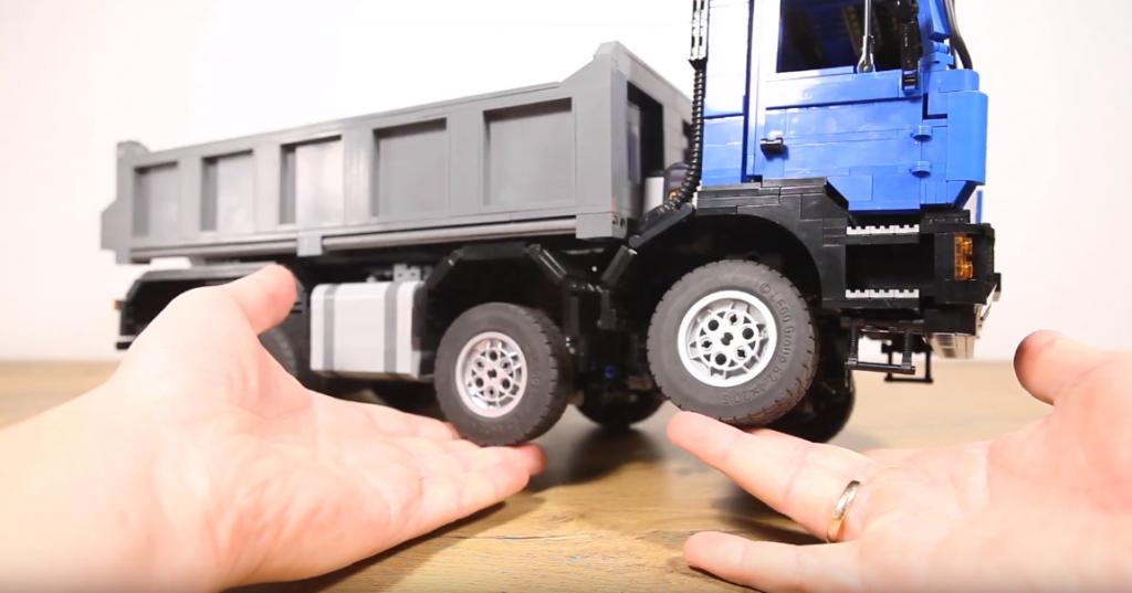 Wierna replika MAN-a F90 w wersji mini. Hobbysta zbudował ją z klocków LEGO