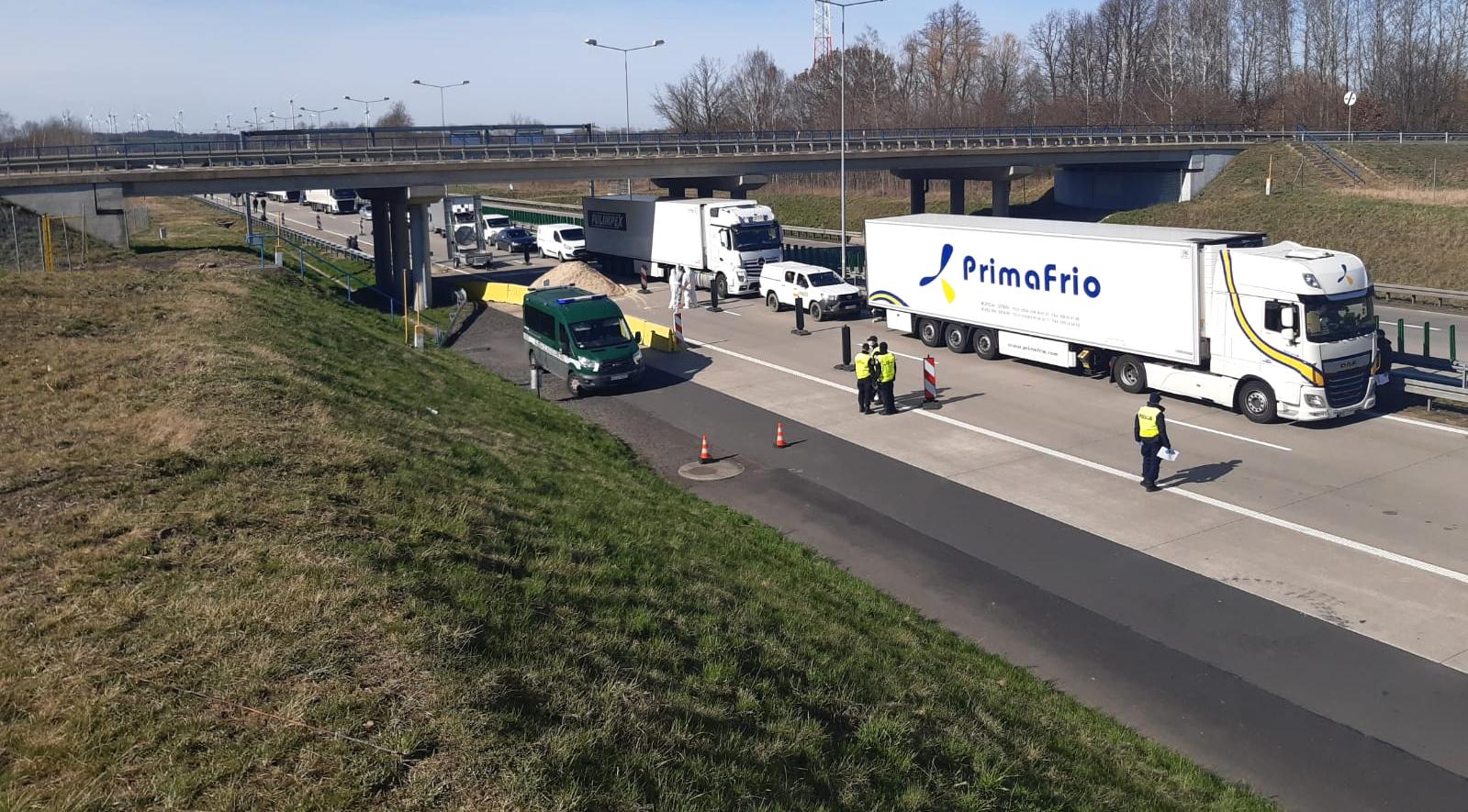 Bruksela chce zamknąć granice UE, ale przewozy towarowe mają dostać priorytet   Francja zamyka we wtorek granice