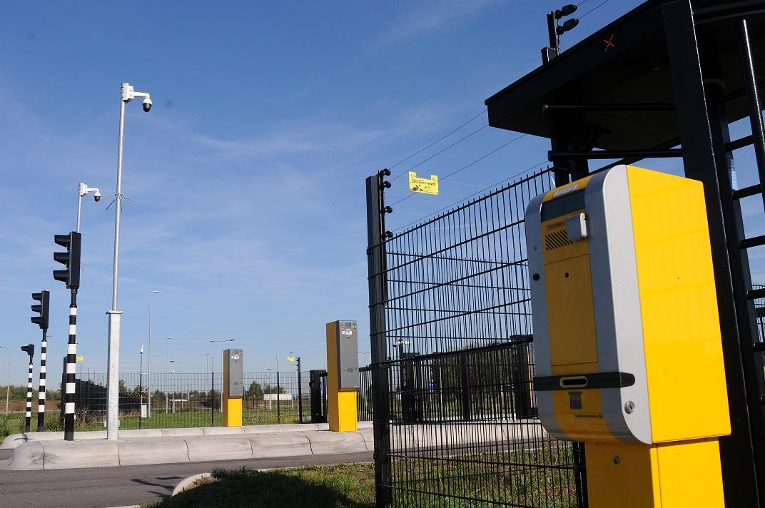 Ochrona, ogrodzenie i monitoring na parkingu dla ciężarówek? Tak, ale nie w Polsce. Sprawdziliśmy, dlaczego u nas nie ma takich obiektów