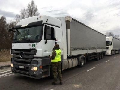 Окончание пограничного контроля для водителей грузовиков на некоторых польских границах. Они проезжают без остановки