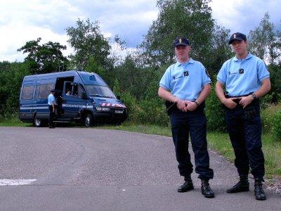 Így különböztessük meg az igazi francia zsarut rendőrt az álrendőrtől