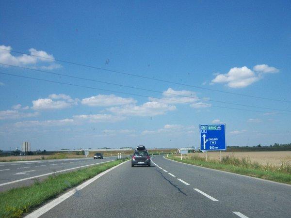 Zamknięta główna droga z Brna do Wiednia. Roboty potrwają aż do grudnia