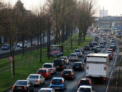 Visą parą galiojantis sunkvežimių eismo apribojimas svarbiame Rūro srities kelyje