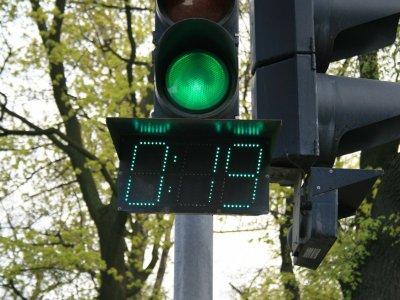 """Niederländische Unternehmen testen """"grüne Welle"""". Ihre Lkw müssen bei Rot nicht warten"""