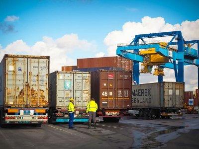 Внешняя торговля Китая в первом квартале сократилась на более 6 проц., но итоги и так более позитивные