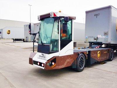 UPS testează vehiculele autonome pentru mutarea camioanelor și containerelor