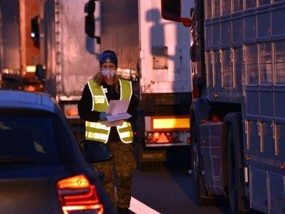 Польша продлевает пограничный контроль, а Чехия – чрезвычайное положение