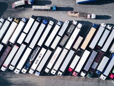Peste 45% din flota britanică de camioane este în acest moment stationară