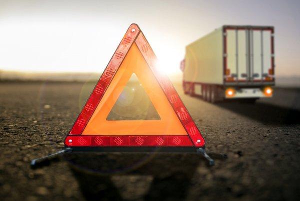 Przepisy i procedury dotyczące awarii ciężarówek w krajach Europy [POBIERZ PORADNIK]