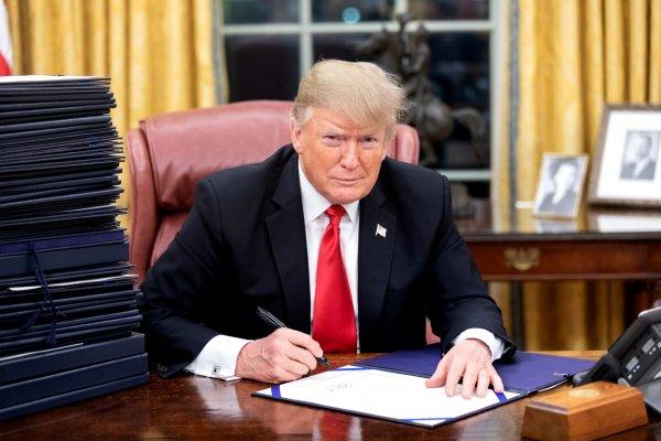 """""""Czarny łabędź"""" uderzył w globalnych gigantów TSL. Nadzieję dał im plan ratunkowy Trumpa"""