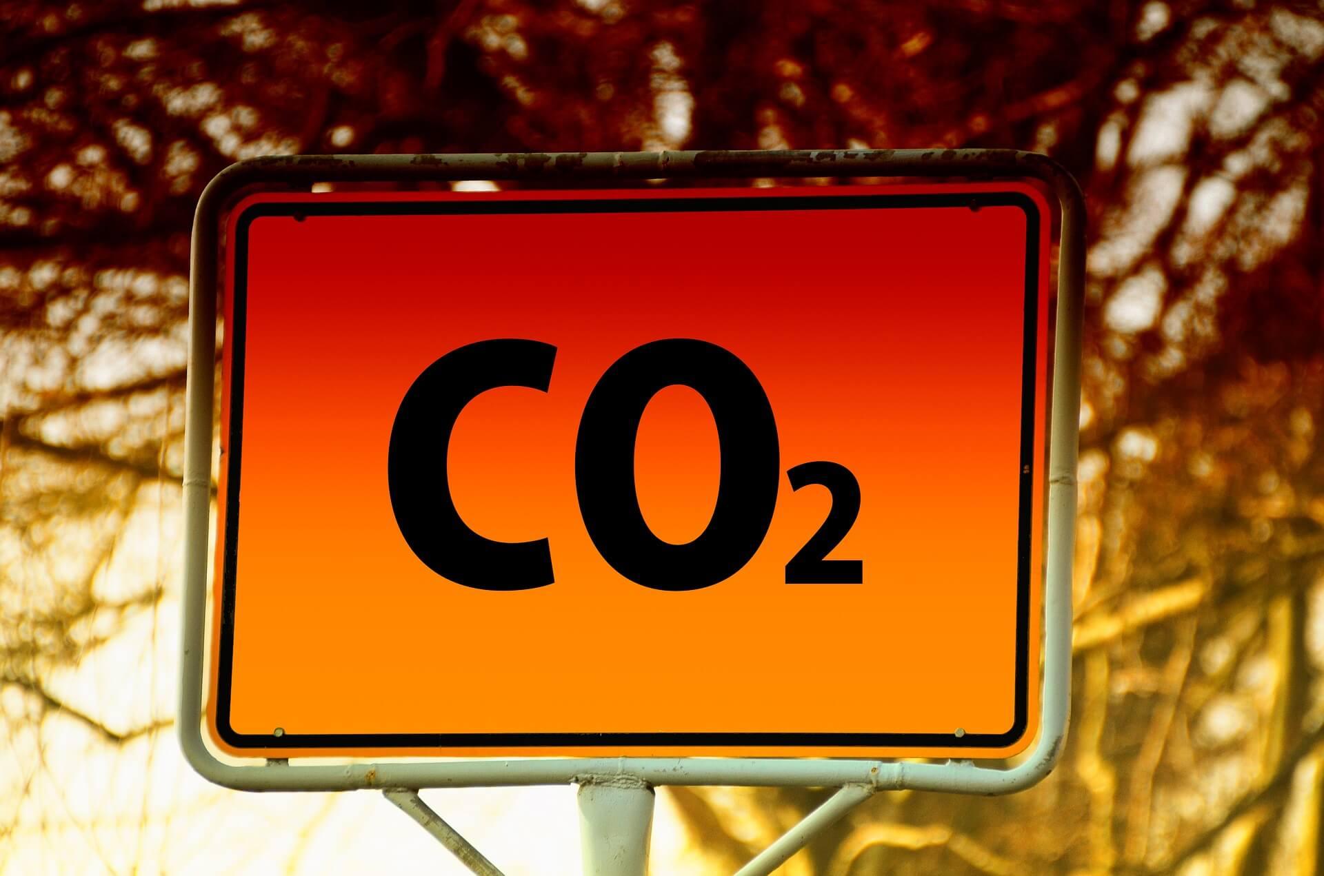 Unia stawia ambitny cel – niecała dekada na redukcję emisji o ponad połowę