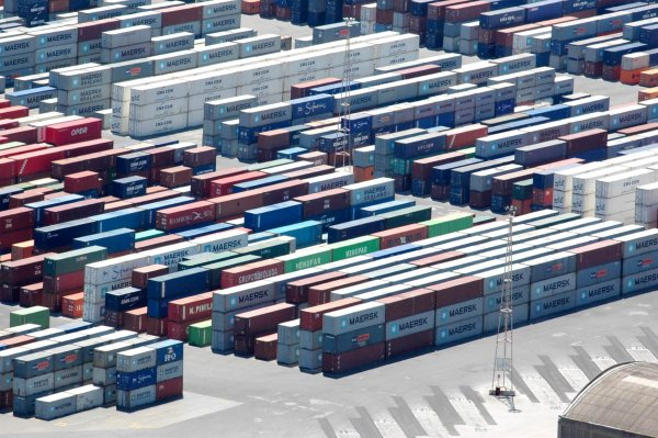 German start-up makes shipping a container as easy as booking a flight