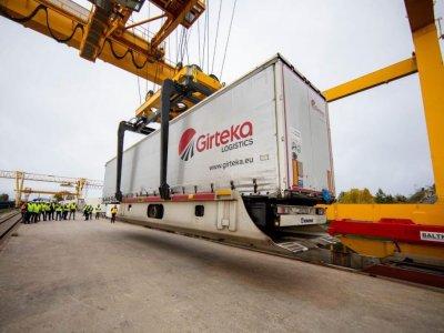 Первая в истории перевозка полуприцепов грузовым поездом по маршруту Германия – Польша – Литва