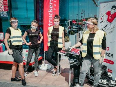 Truckers Life Stiftung beschenkt Lkw-Fahrer mit Corona-Schutzprodukten