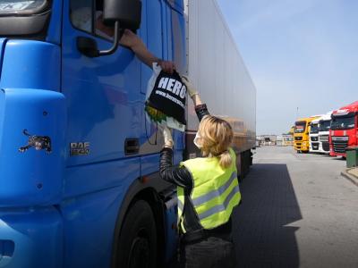 200 darmowych zestawów pomocowych dla kierowców zawodowych. Tak Fundacja Truckers Life wspiera truckerów w czasie pandemii