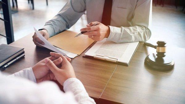 Vykdomos sutarties modifikavimas teismo tvarka. Kada reikalavimas vykdyti sutarties sąlygas gali būt