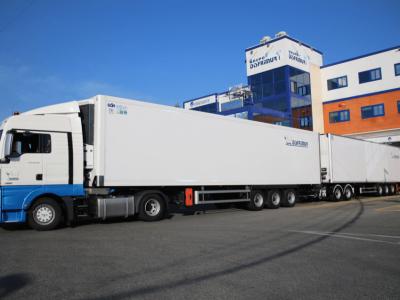 Тест самого большого грузовика – рефрижератора XXL. Угадайте, сколько поддонов он будет вмещать