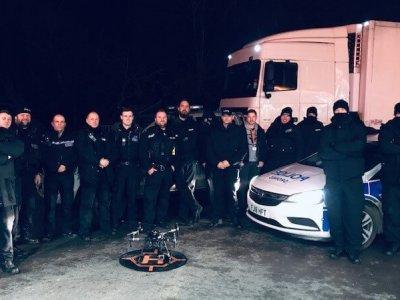 Agenți de poliție britanici deghizați în șoferi de camion au interceptat un grup de hoți de combustibil