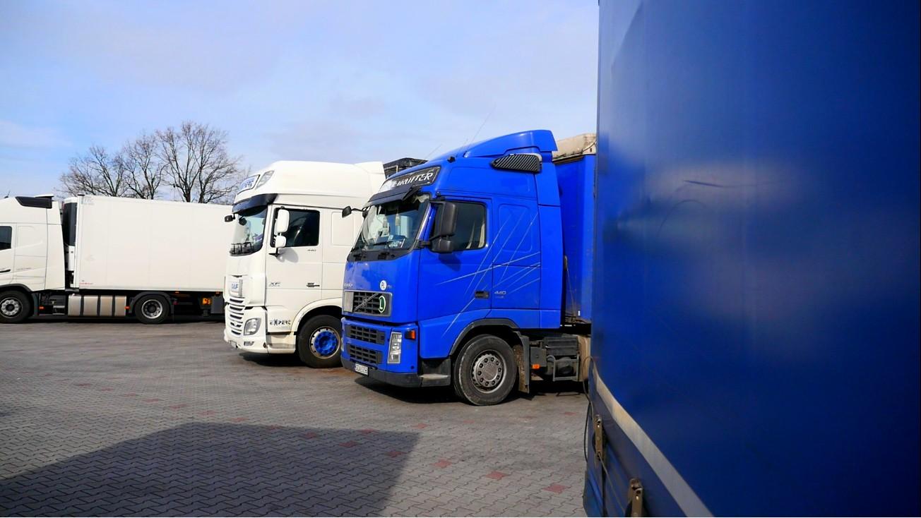 Zakazy ruchu ciężarówek w świąteczny weekend i w listopadzie. Dziś ograniczenie w Czechach