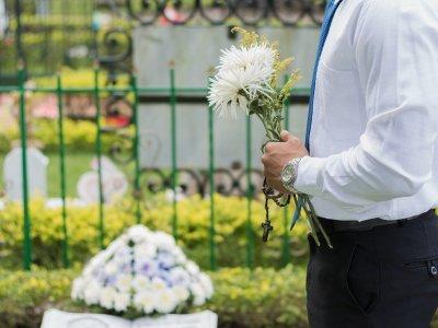 Przewoźnik musi puścić kierowcę z zagranicy na pogrzeb teściowej? Sprawa trudniejsza, niż by się wydawało
