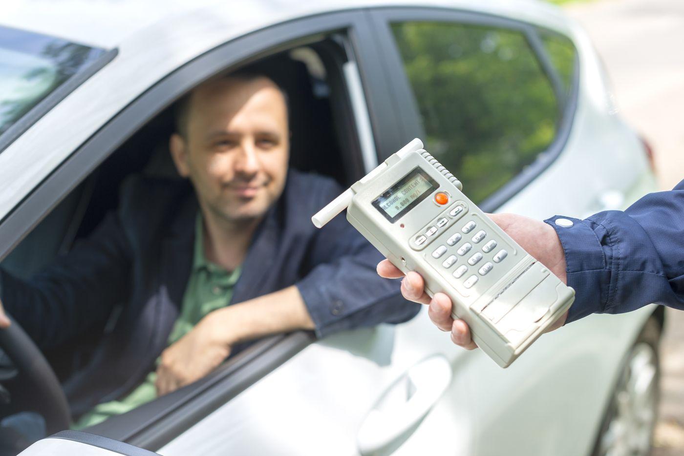 Co grozi kierowcy za jazdę pod wpływem alkoholu? Czy alkomat pozwoli uniknąć przykrych konsekwencji?