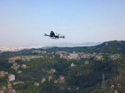 Bandomi kiniški pristatymo dronai. Jie gali gabenti tikrai didelį krovinį